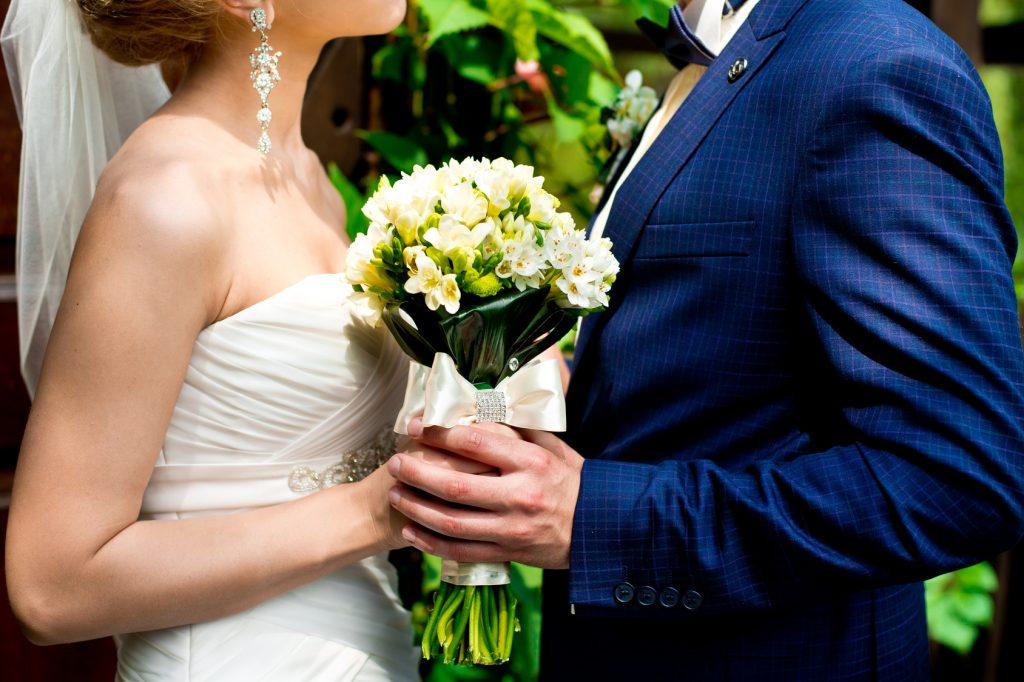 Time & Money Saving Wedding Tips To Save Your Sanity
